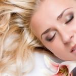 Jak mieć piękne włosy, cerę i paznokcie? Czy olejek rycynowy pomoże?